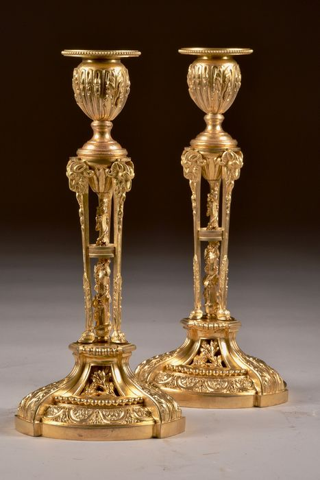 Pair of ornate fire-plated candlesticks ramskop and goat legs - Empire - Bronze (gilt), Bronze (patinated) - 19th century