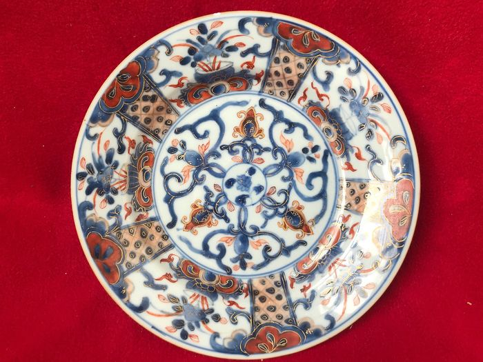 Imari plate decorated with flowers - Porcelain - China - Kangxi (1662-1722)