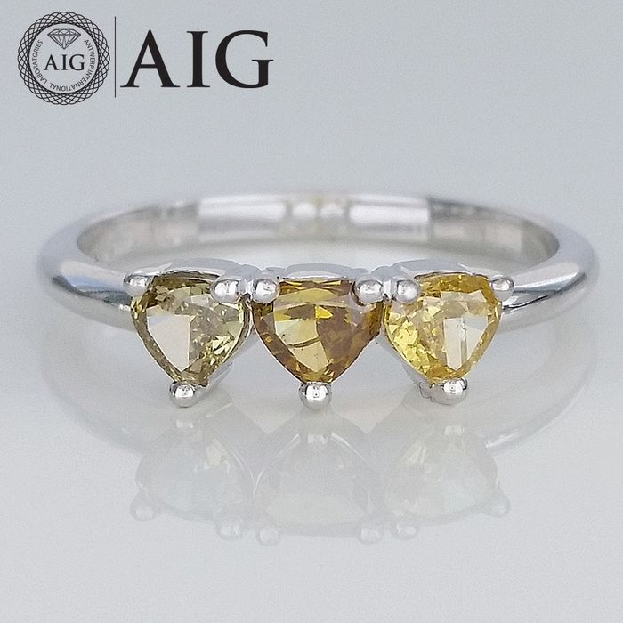 0.82ct Natural Fancy Vivid Mix Pear Shape - 14 kt. White gold - Ring - Diamonds, ***No Reserve Price***