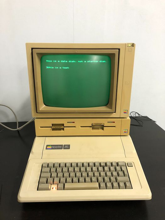 Apple IIe - A2S2064 - working - Vintage computer