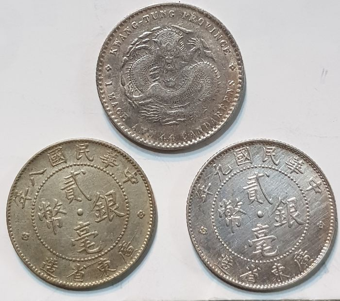 China - Lot comprising 3 silver coins - 20 Cents, Kwangtung Mint ND (1890) /the Republic of China, year 8&9 (1920/1921) - Plata