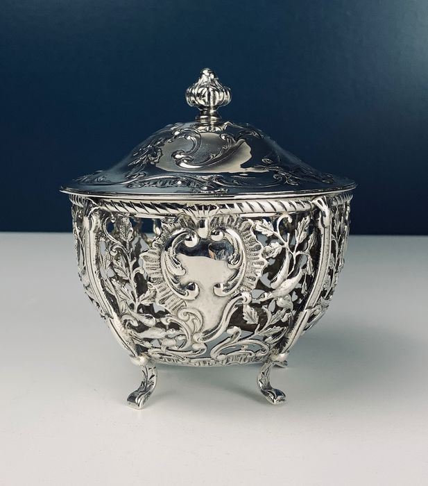 Reticulated covered bowl with doves - Namur 1775? - .800 silver - Belgium - Late 18th century