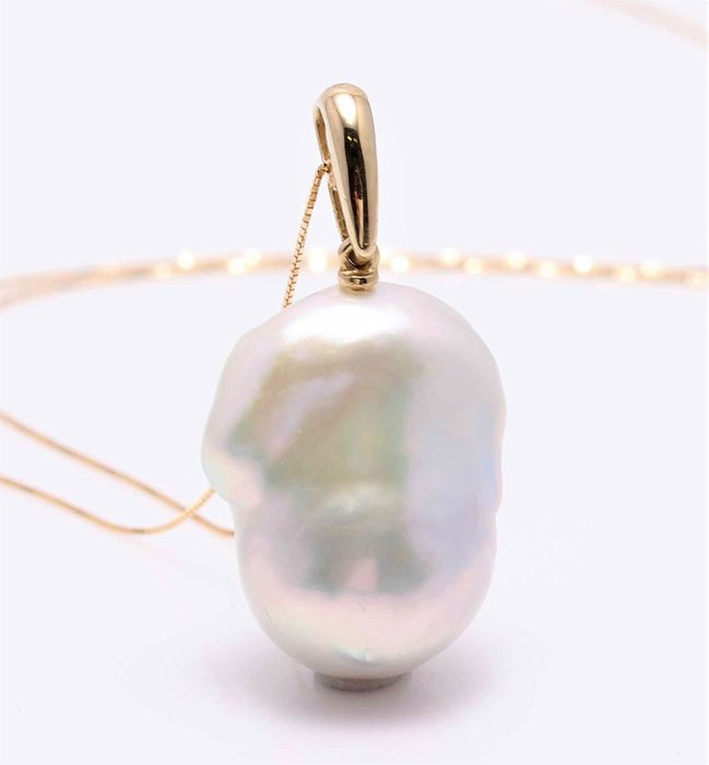 NO RESERVE PRICE - 18 kt. Yellow Gold - 17x21mm Cultured Pearl - Necklace with pendant