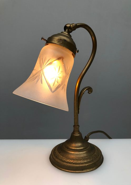 ART Deco Style Tischlampe - Glas, Messing
