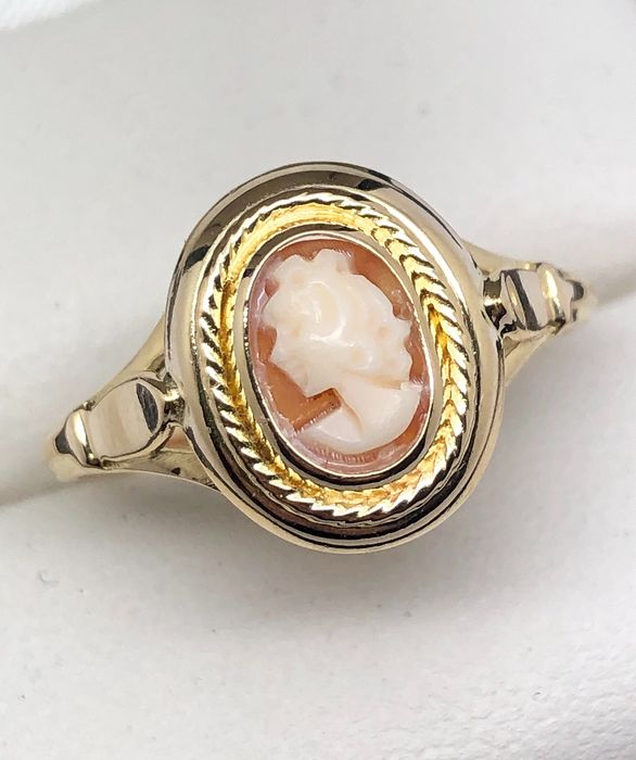 "18 kt. Yellow gold - Ring Cameo ""Lady of Profile"""