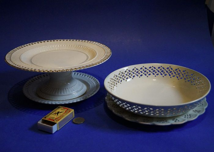 creamware pie plate, bowl and two plates - Porcelain