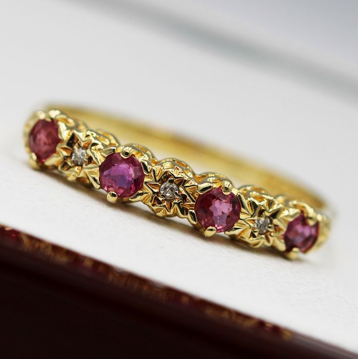 9 kt. Yellow gold - Ring - 0.32 ct Ruby - Diamonds