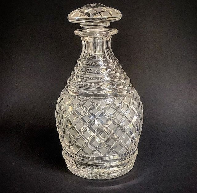 Cut crystal whiskey decanter with diamond sharpening - Crystal
