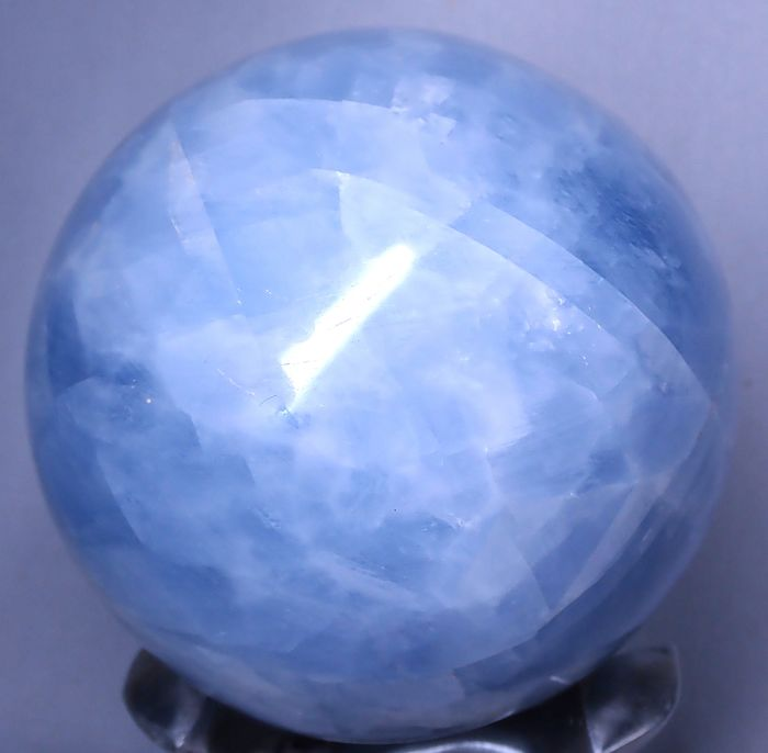 Celestin Fine polished blue calcite Bullet - 83.25×83.25×83.25 mm - 828.6 g