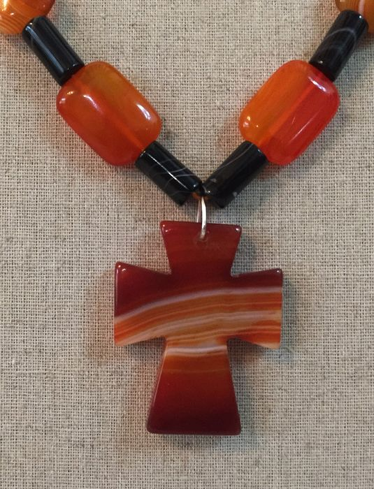 Exclusive necklace from Agatha Botswana and Onyx, with 925 silver clasp - and magnificent cross from Agatha.