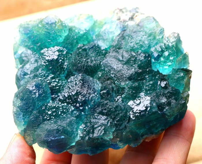 Beautiful bright green with blue core stepped fluorite crystal cluster . - 94×89×40 mm - 618 g