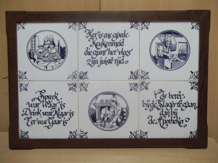 Vintage oak Delft blue tile wall plate - Very good condition.