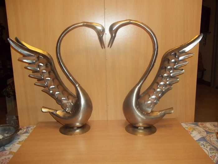 Two large metal swans - Very good condition.
