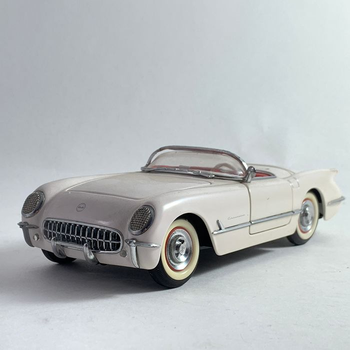 Franklin Mint - Chevrolet Corvette - in scale 1:24 - from 1953 - Many high quality materials assembled by hand