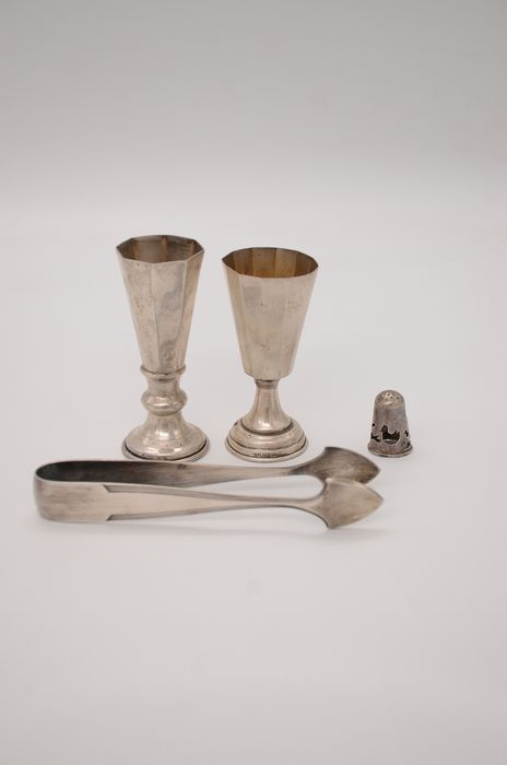sugar tongs, wine cups, thimble (4) - .800 silver, .925 silver