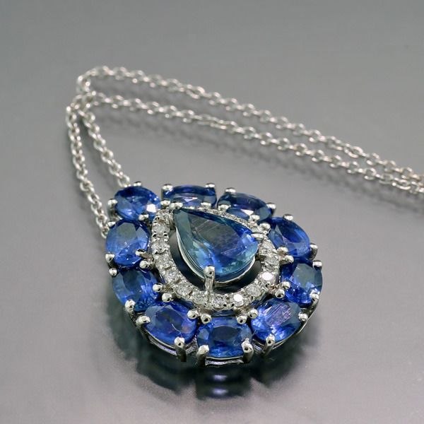 Kein Mindestpreis / No reserve price - 18 kt. White gold - Necklace with pendant - 3.20 ct Sapphires transparent strong blue and brilliant cut diamonds