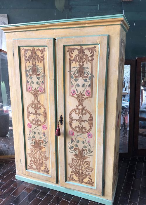 Cupboard, Painted with floral motives and rocailles - Baroque style - Wood - 19th century