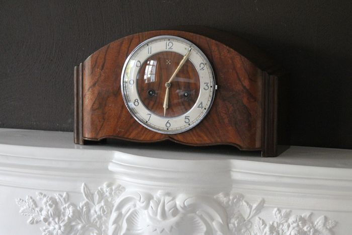 junghans - Clock by Junghans in Art Deco style - W278 / 37-8 - Period 1930 - Art Deco - wood-metal