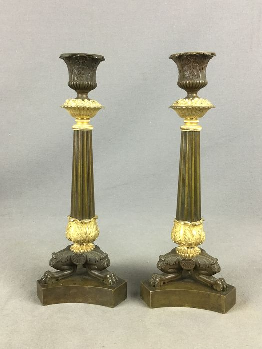 Pair of candles on three lion paws decorated palm leaves, acanthus leaves above a tripod base - Directoire style - Bronze - Second half 19th century
