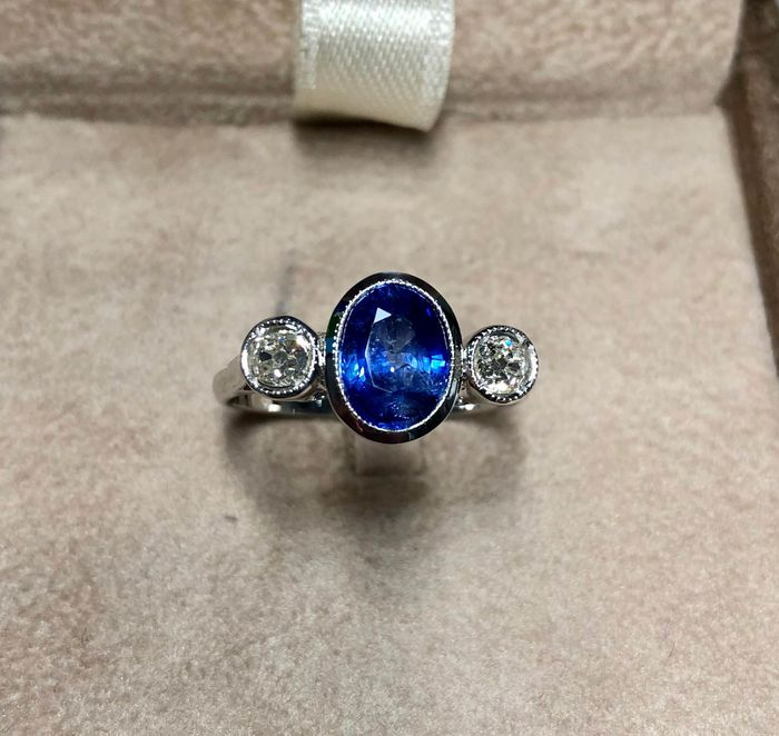18 kt. White gold - Ring Sapphire - Diamonds