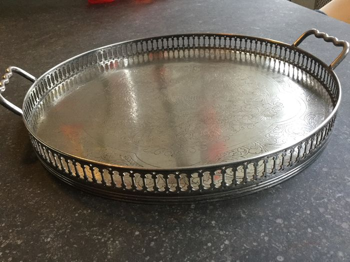 """Sheffield"" - Silver plated round tray with handles and ""galery"" edge, ca.1900. (1) - Silverplate"