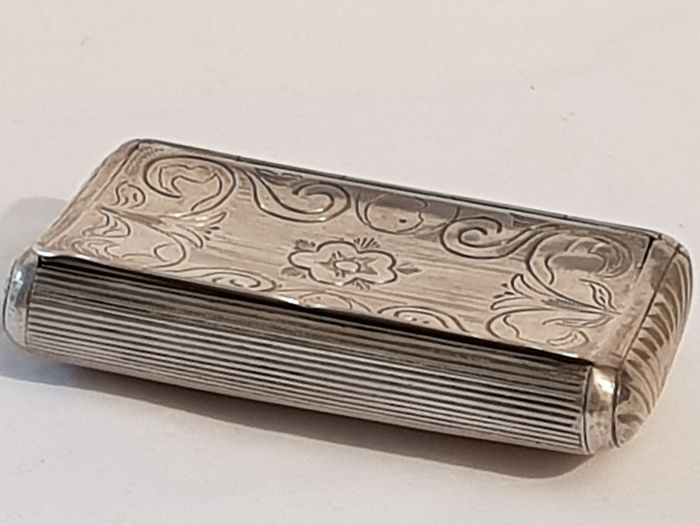 Antique Dutch Scalloped wire motif tobacco box. - .833 silver - Netherlands - 1853