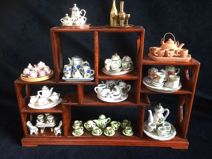 Niet bekend  - Wooden rack with 12 miniature dishes