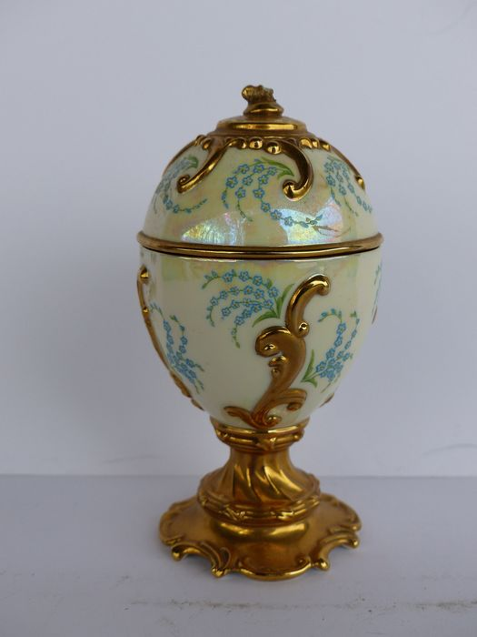 House of Fabergé ( Signé ) - Egg / Music Box - Porcelain gilded with fine gold