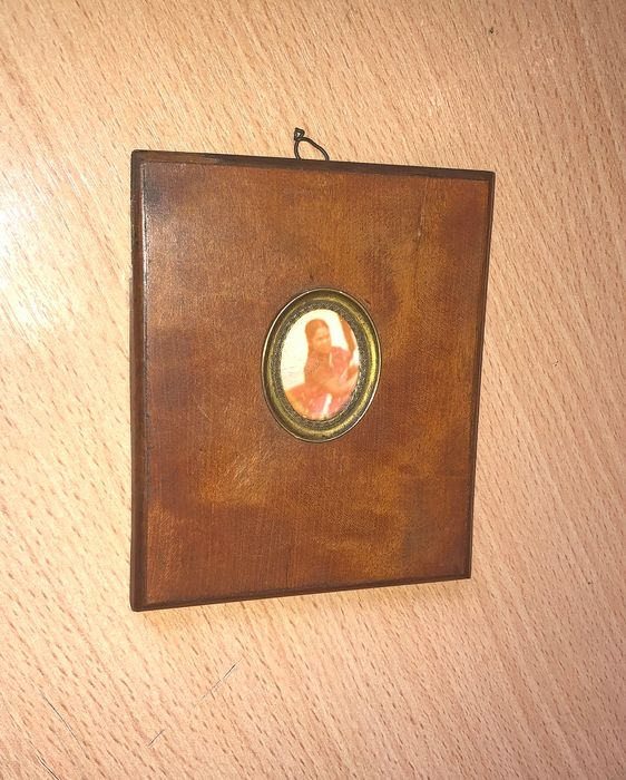 Very rare old oval photo frame with old photograph embedded in a frame - Wood, gold plated and glass
