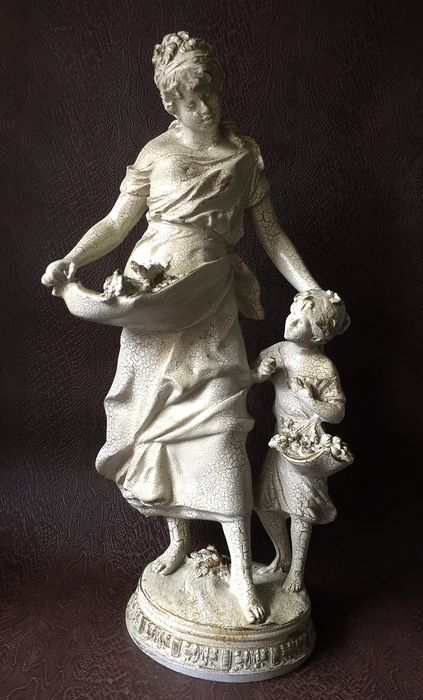 Large and heavy image mother with child (1) - Albastine or synthetic resin