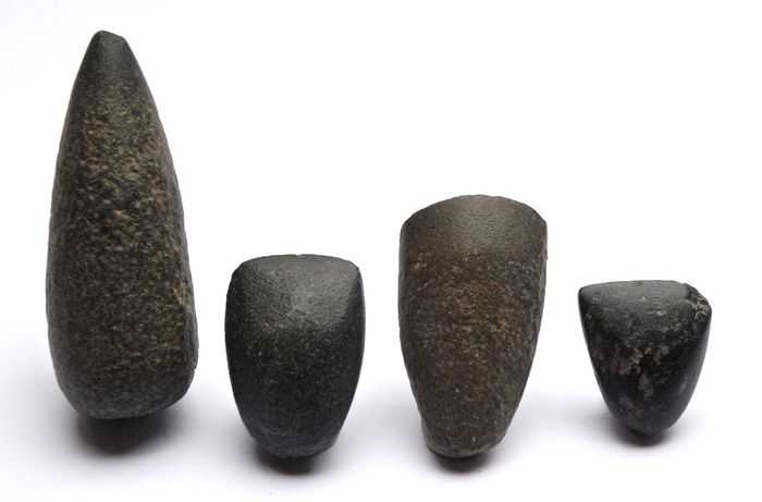 Prehistoric, Neolithic basalt, dolerite, freestone 4 polished axes 78 - 32 mm - (4)