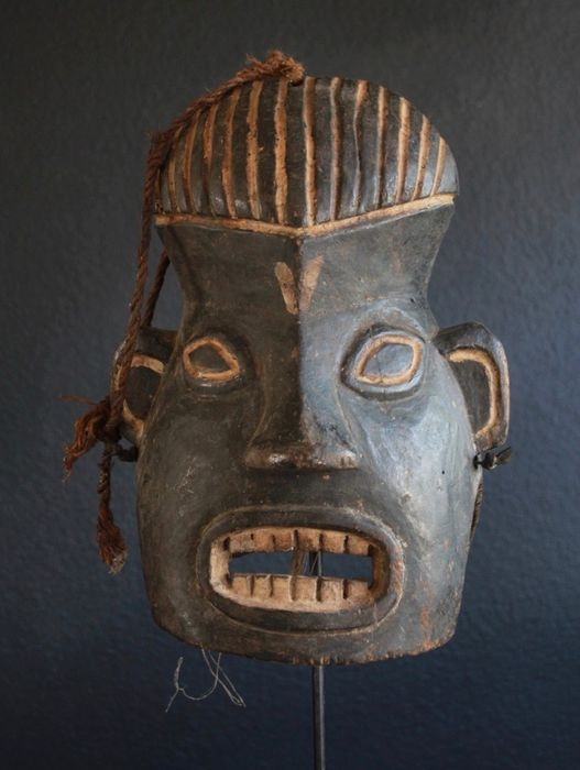 Helmet mask of Bamileke, Cameroon (1) - Wood - Africa