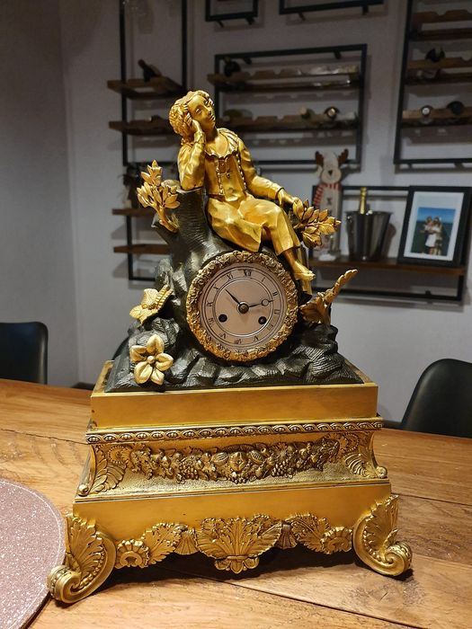 Mantel clock - Bronze (gilt/silvered/patinated/cold painted) - First half 19th century