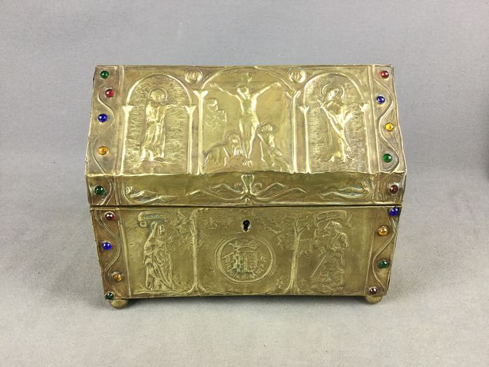 box or religious hunt - Brass