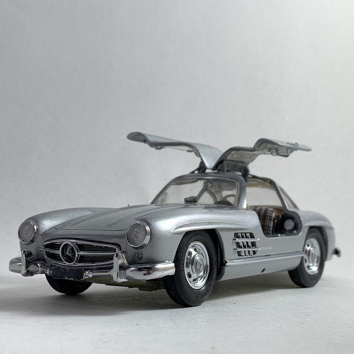 Franklin Mint - Mercedes Benz 300 SL Gullwing - in scale 1:24 - from 1954 - Many high quality materials assembled by hand