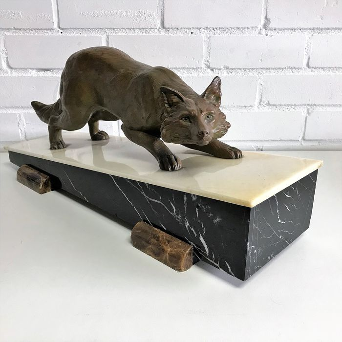 Image of a sneaking fox on pedestal - Marble, Zamac - 1920-1950
