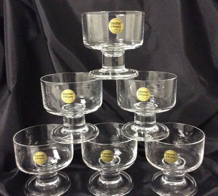 """Cristal d'Arques - 12 beautiful champagne or wine glasses """"New Line"""" as new! Ca.1978. - crystal glass"""
