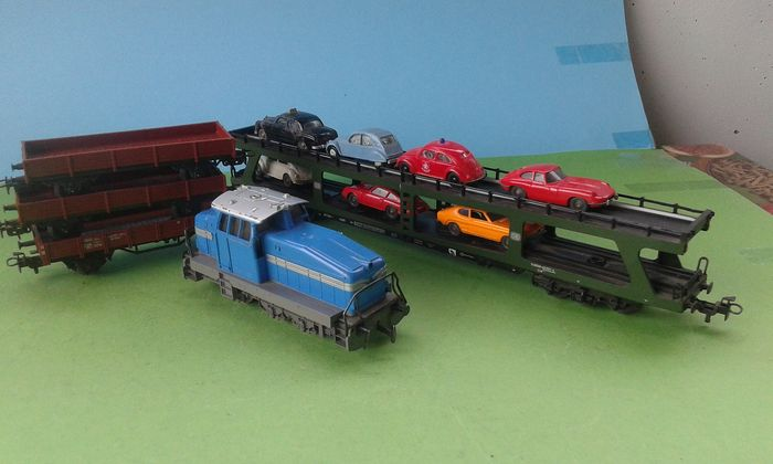 Märklin H0 - 3078 - Diesel locomotive, Freight carriage - DHG-500 with 4 freight wagons - DB