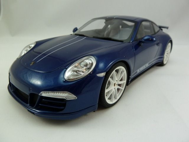 GT Spirit - 1:18 - Porsche - 911 (991) Carrera 4S Facebook Edition 2013