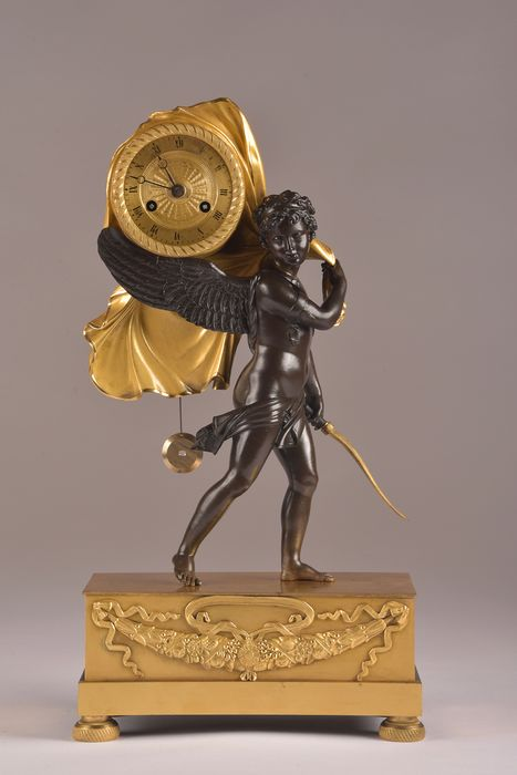"Rare Directoire Clock ""Cupido Carring Time"", - Naar P. Thomire of door zijn werkplaats - Bronze (mercury gilded) - Late 18th century, 1795"