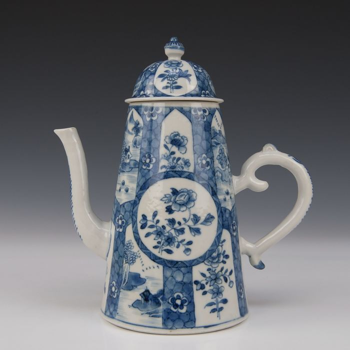 Large coffee pot (1) - Blue and white - Porcelain - Landscape and flowers - China - Qianlong (1736-1795)