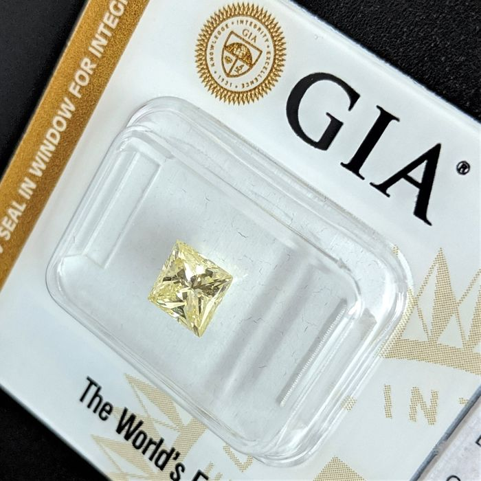 Diamond - 0.93 ct - Princess - fancy yellow - GIA - No Reserve Price