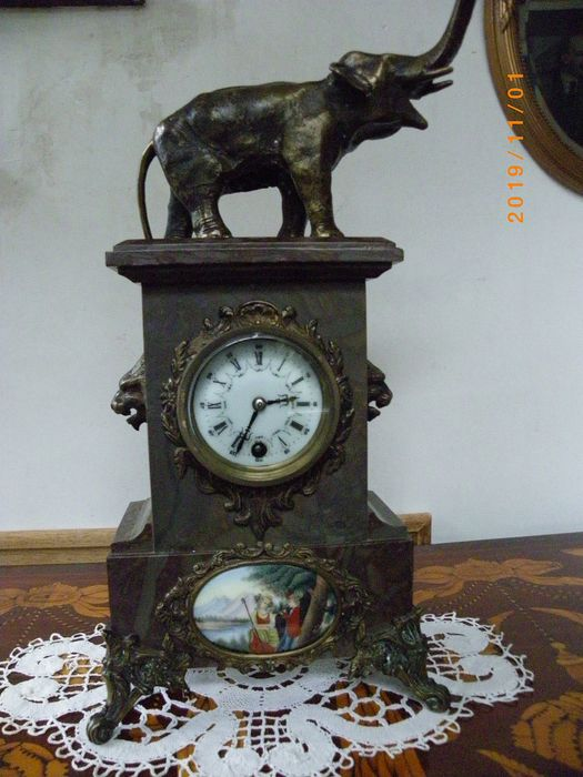 Mantel clock - Bronze (gilt/silvered/patinated/cold painted), Marble - 20th century