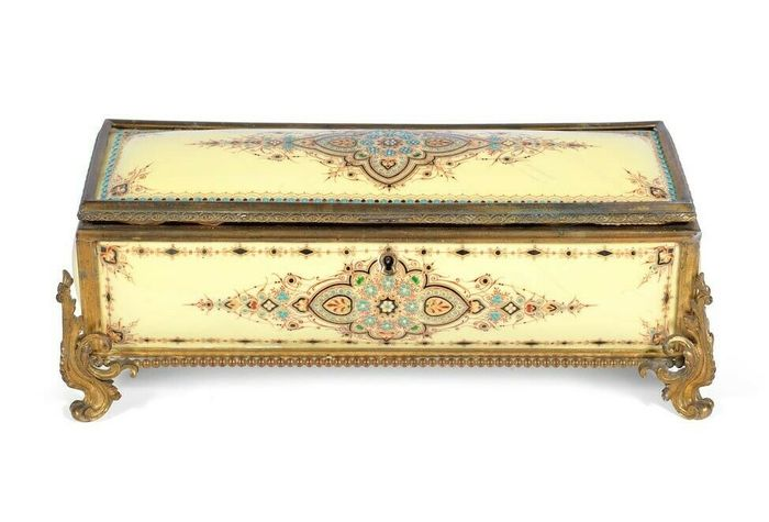 In manner of Tahan a large 'raised turquoise jewelled' and enamel casket made for the islamic market - Napoleon III Style - Gilt bronze and enamel - 19th century
