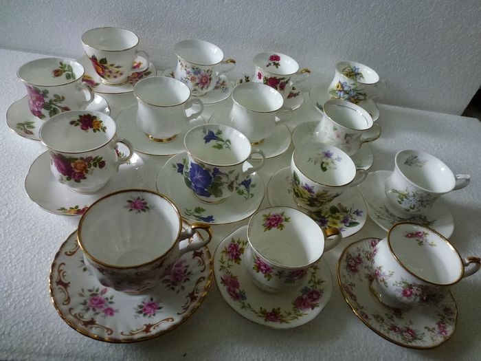 30-part lot English cups and saucers (15) - Porcelain