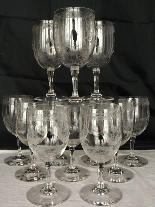 Exclusive set of 12 beautiful elegant acid-etched Crystal Art Nouveau wine glasses - vegetal motif, twigs with leaves and blossoms __ ca 1900-1920 France