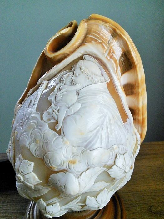 Antique Cameo Lamp with Saint and Baby Jesus - Copper, Wood, seashell - Early 20th century