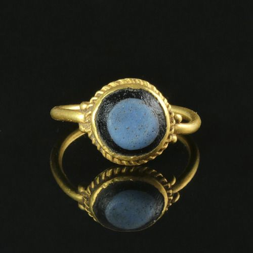 Ancient Roman Gold Ring with glass cabochon - 22.4×20.3 mm