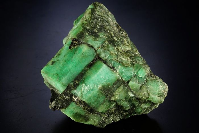 Big Beryl var Emerald - green natural big crystals in matrix well formed specimen - 43×29×34 mm - 43 g