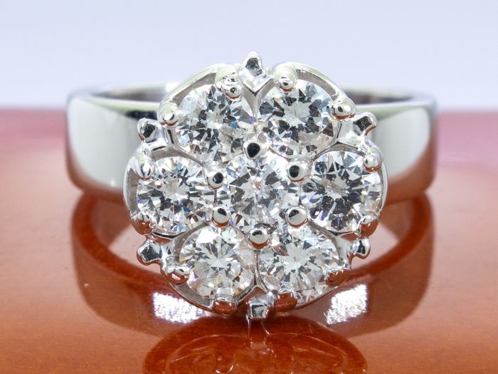 14 kt. Gold - 0.97 Ct - Art deco flower shaped diamond ring